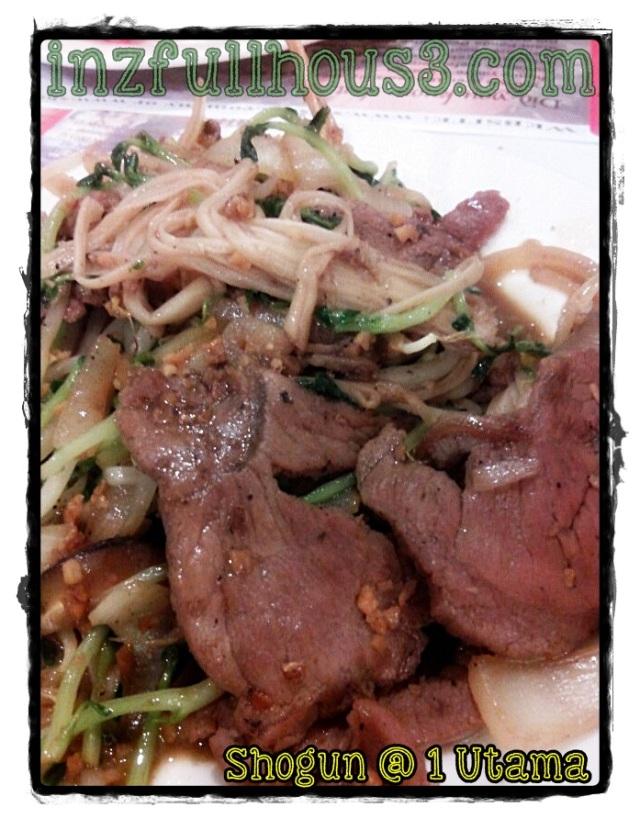 Teppanyaki ni korang boleh pilih apa bahannya dan mereka akan masakkan untuk korang, aku pula sengaja letak daging byk2, baru sedap! :p